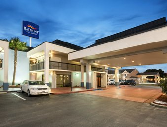 Baymont Inn & Suites - Places to stay in Pee Dee